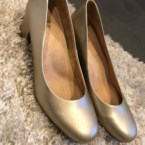 Champagne Gold Round Toe Dress Shoes